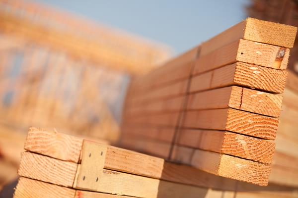 Recent trends in wholesale and retail softwood lumber prices